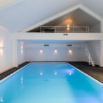 Zwembad met relaxruimte